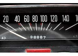 Сложнее всего определить пробег в моделях с пятизначным одометром, где каждые 100 тыс. км счетчик обнуляется.