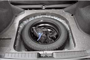 В подполье грузового отсека – полноразмерное запасное колесо.