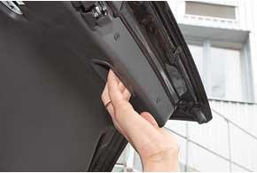Приятно, что при создании Forza не забыли о ручке закрытия крышки багажника.