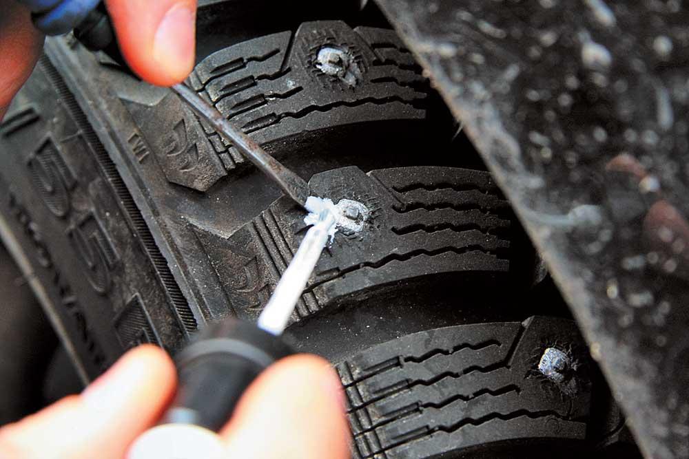 как ставить шипы на колеса видео
