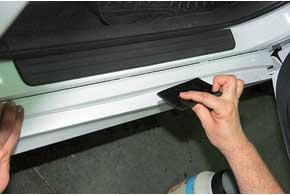 Стоимость защитной пленки AutoProTech дляпорогов– 195–295 грн.
