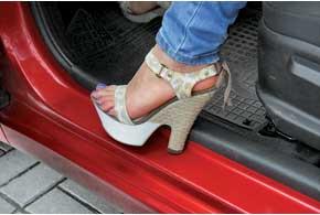 Как защитить пороги автомобиля от сколов и царапин