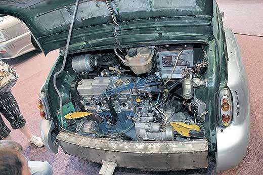 двигатель удерживают аж