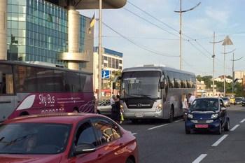 Пассажиры автобусов Skybus рискуют жизнью