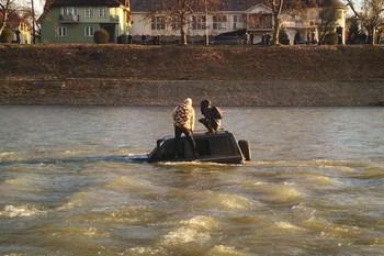 На реке Уж экстремалы на джипе едва не утонули (+ВИДЕО)