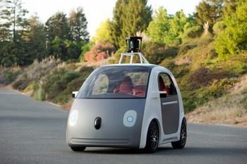 Самоуправляемые автомобили получат статус человека-водителя