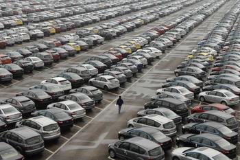 Насколько выгодно гнать новый автомобиль из России? (инфографика)