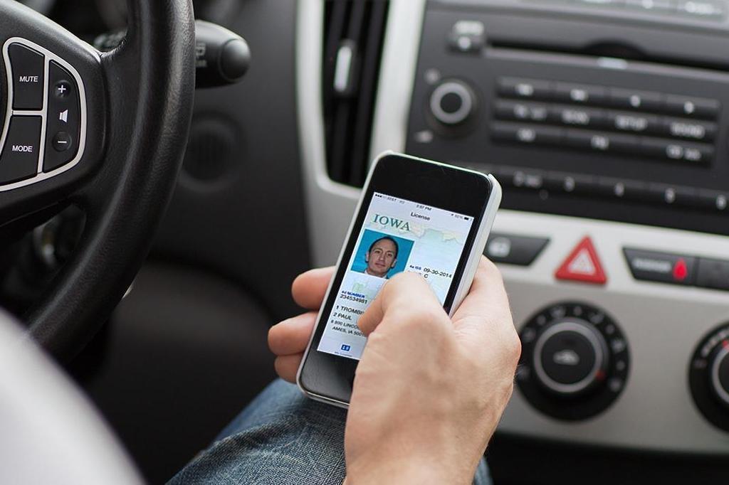 Пластиковые водительские права в США уйдут в историю?