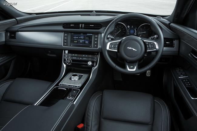 Jaguar представил второе поколение модели XF