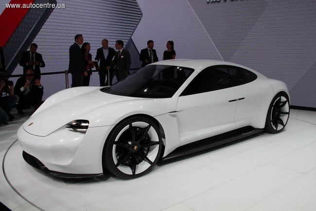 Porsche презентовал 600-сильный электрокар Mission E (новые фото)