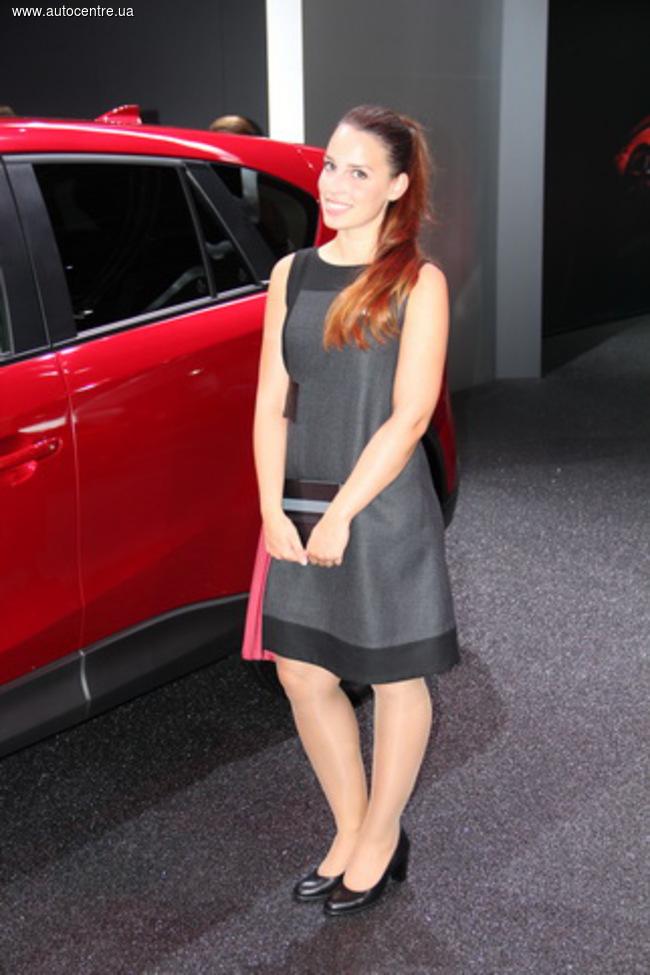 Франкфуртский автосалон 2015: девушки и автомобилиq