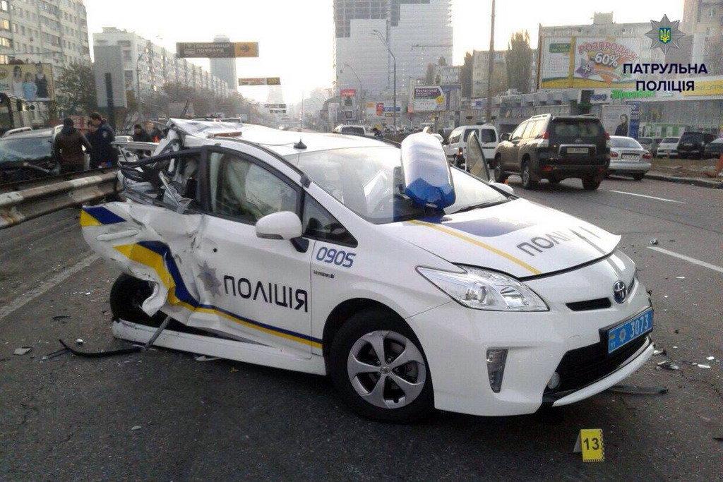 Полицейская Toyota Ptius, проспект Победы, Киев