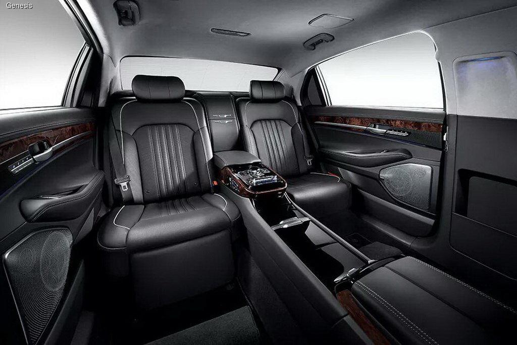 Семейство Genesis обзавелось лимузином EQ900L