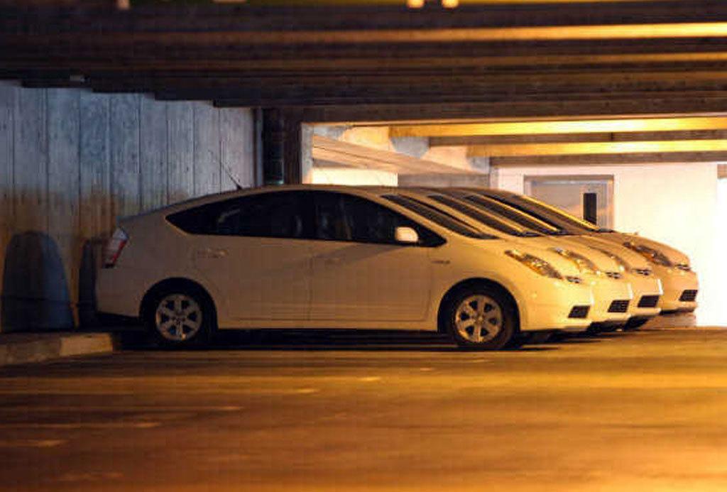 Отчет: сотни 5 летних муниципальных транспортных средств нашли в Майами, которые...