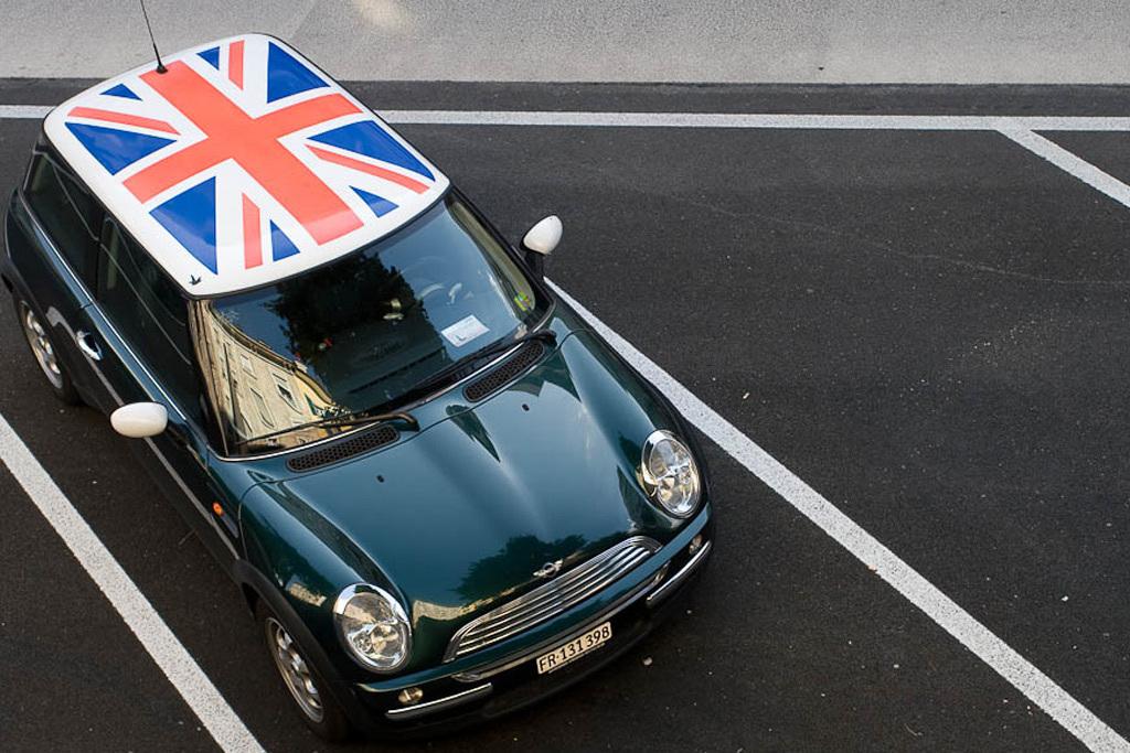 В англии пенсионерка борется с гонщиками при помощи фена для волос