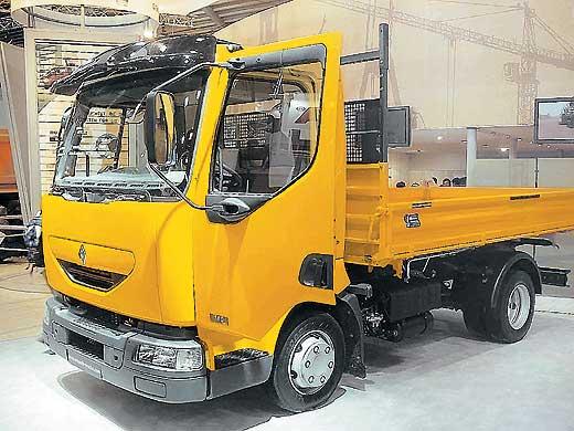 Renault Trucks на BAUMA 2004. Особенным успехом у посетителей выставки пользовались строительные самосвалы на базе среднетоннажной модели Renault Midlum и малотоннажной – Renault Mascott.