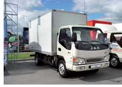 Премьера «Автошоу» – грузовик JAC HFC 1045K на 3,5 т. Автомобиль отличается новым дизайном и лицензионным турбодизелем Nissan.