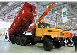 Самосвальный гигант КрАЗ-7140С6 (8х6) благодаря управляемой задней оси отличается повышенной маневренностью.