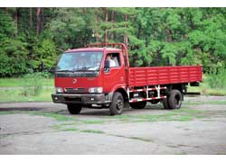 На модели 1062 стоит более мощный и экономичный дизель. Боковые и задние противооткатные брусья – украинские.