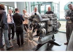 Журналисты разных стран знакомятся с новым двигателем Scania Евро 5.