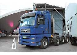Этот четырехосный гигант – 660-сильный MAN TGA – уже продан. Он способен работать в составе автопоездов полной массой до 150 т.