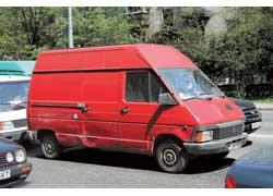 Ранний Renault Trafic (образца 1980 г.) уже редкость на наших дорогах: виной тому – посредственная защита от коррозии.