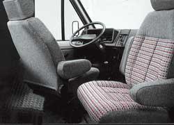 В качестве опции микроавтобус оснащался вращающимся на 180 град. сиденьем переднего пассажира.