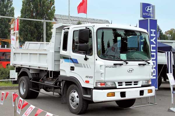 Для изучения спроса на строительную технику автомобиль Hyundai HD 120 был представлен с самосвальным кузовом.
