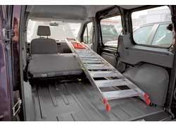 Сложив переднее пассажирское сиденье, можно перевозить предметы длиной до 2,7 м.