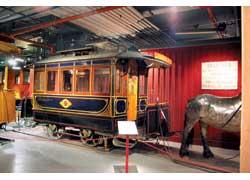 Одна из первых конок в Стокгольме, построенная в 1877 году. Запрягалась одной лошадью и перевозила 22 пассажира.