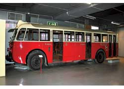 Scania-Vabis 8422 (1938 г.) по прозвищу «бульдог» – первый автобус фирмы с «родным» дизелем. Кузов – SKV (Svenska KarosseriVerkstaderna). Мест – 60. Мотор – диз., 120 л. с.