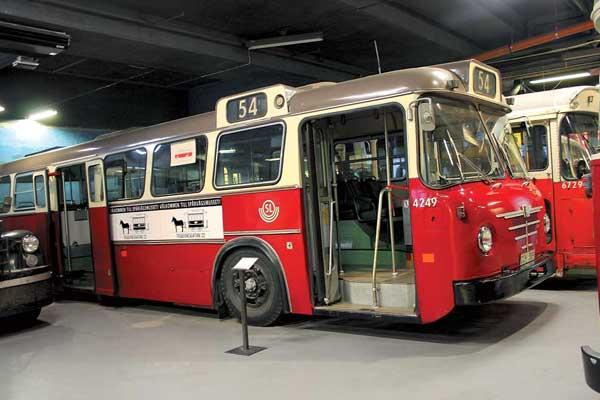 Bussing Prefect 13D (1967 г.). 277 таких автобусов были закуплены в 1967 году в связи с переходом Швеции на правостороннее движение. Мест – 74 (сид. – 37). Мотор – диз., 130 л. с.