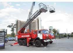 Гость из Торжка – пожарная автоцистерна, с лестницей 22 м – АЦЛ-4/40-22 (КАМАЗ-43118). Емкость – 4000 л, бака для пенообразователя – 300 л.