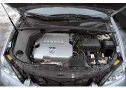 Lexus RX 350 – продолжатель популярной серии 300/330. Двигатель объемом 3,5 литра – единственное отличие новой модели.