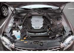 Мотор Infiniti (на фото) самый мощный из троицы. В нашу страну также официально поставляется FX45 с 320-сильным двигателем объемом 4,5 литра.