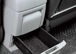 Отсек для СD-дисков предусмотрен, но развлекательная система для задних пассажиров «Трибеки» предлагается в более дорогой версии.