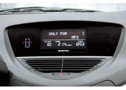 В стандарте на Subaru установлен монохромный экран. Цветной дисплей с технологией touch screen предлагается в более дорогой версии.