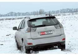 Lexus не особо афиширует тот факт, что стал заметно мощнее. Об этом говорит только лишь «шильдик» RX 350 на крышке багажника.
