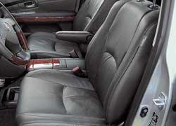 Главное для кресел RX 350 – обеспечить удобство посадки. Lexus уже давно оборудовал свой «эр икс» перемещающимися задними сиденьями и регулирующимися спинками.
