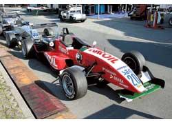 Сломанные передний спойлер и задний диффузор не помешали Сергею занять 7-е место на втором этапе Формулы-3.