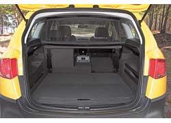 Багажник объемом 532 л можно увеличить до 635 л, сдвинув задние сиденья, а до 1604 л – сложив их.
