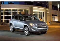 Компания Toyota обновила модель RAV4.