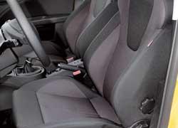 Такие спортивные сиденья можно встретить в версиях Sportwagen и FR.