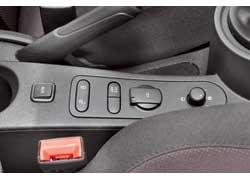 В версии Sportwagen и остальных комплектациях, в отличие от FR, нет системы контроля давления шин (раньше была во всех версиях) и стабилизации ESP, зато есть подстаканник на центральной консоли.