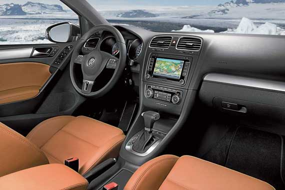 Дорогие материалы отделки и кожа (опция) создают ощущение, что автомобиль – более высокого класса.