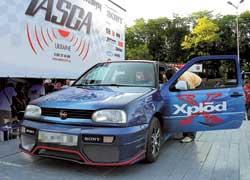 Машину победителя акции SonyCar Андрея Костылецкого профессионалы-установщики за три месяца превратили в натуральный шоу-кар.