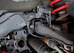 Новые стабилизаторы и пружины в поворотах компенсируют прирост высоты машины.