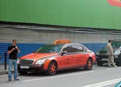 Для VIP-пассажиров в Москве в качестве такси используется Maybaсh 62. В таком и в пробке стоять – удовольствие.