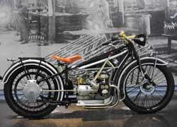 Первый мотоцикл марки BMW – модель R32 (1923–26 гг.). 2 цил., 494 см куб., 8,5 л. с., 100 км/ч.
