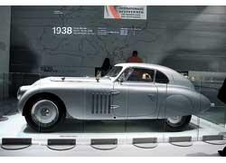 Такие BMW 328 в гонках на берлинском автодроме Аvus в 1938 г. заняли три первых места.